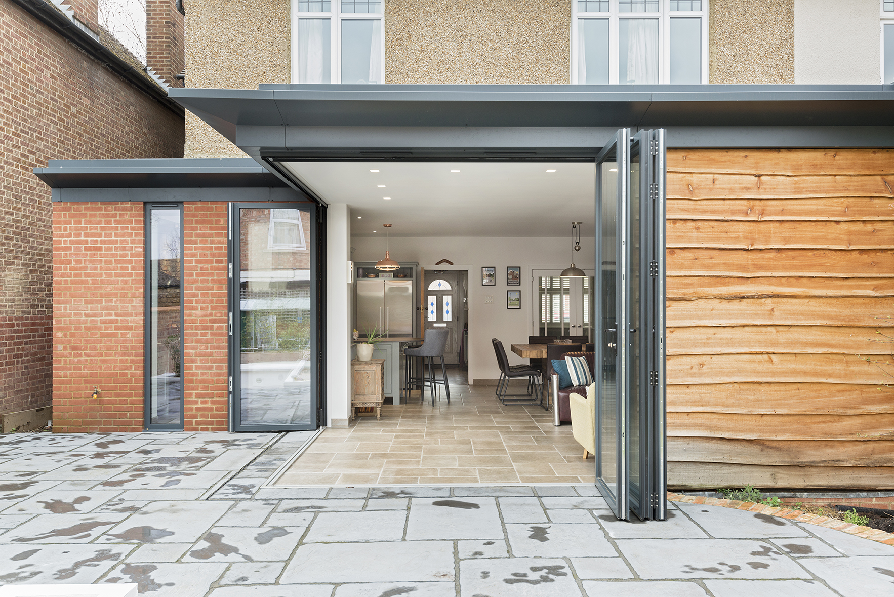 Single-storey rear extension with gravity defying cantilever for the ultimate inside/outside space